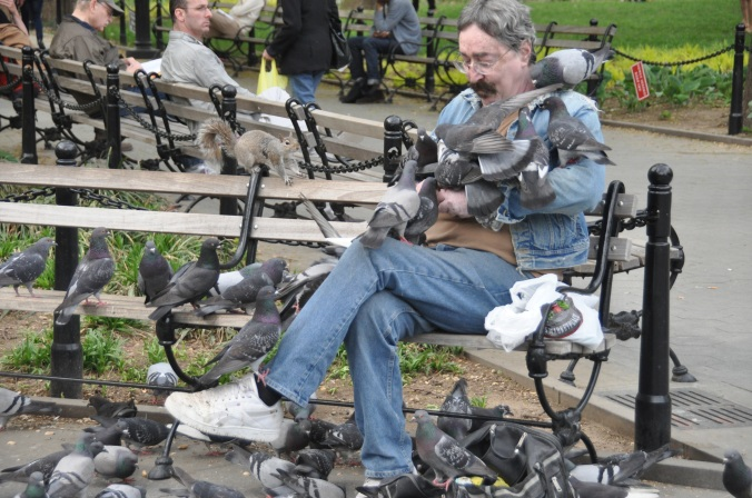 Man_with_many_pigeons_in_Washington_Square_Park,_New_York