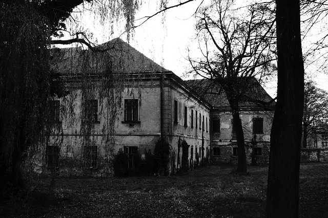 haunted-house-578218_640